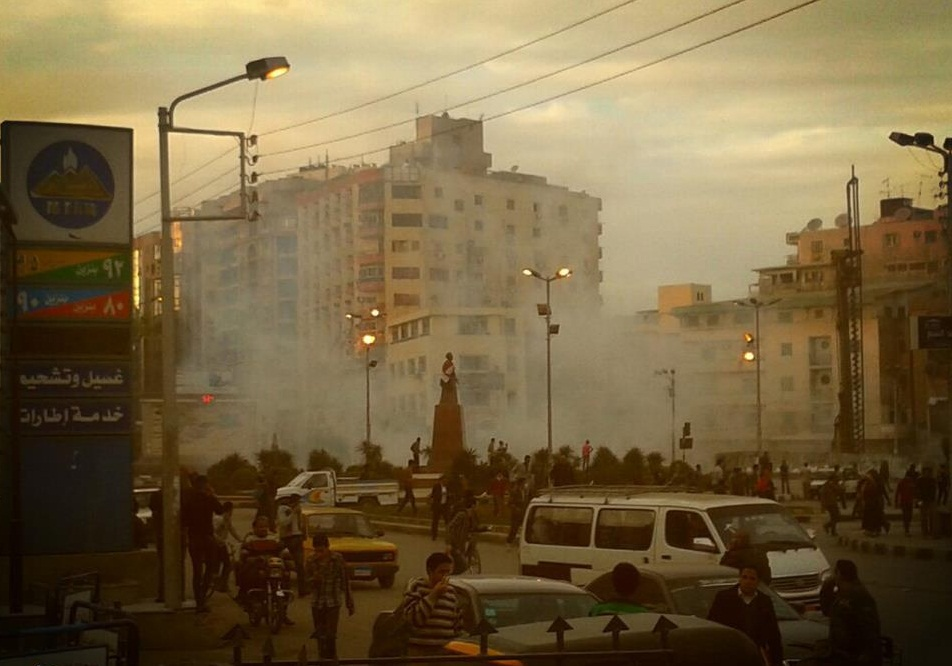 During the clashes CSF used extensive amounts of teargas, in addition to birdshot, while protesters threw Molotov cocktails and rocks at security forces (Photo courtesy of Mansoura City Facebook Fan Page)