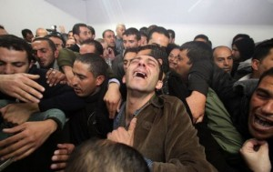 Palestinian relatives and friends mourn the death of Arafat Jaradat, who died in an Israeli prison, after his body was handed over by Israeli authorities (AFP Photo)
