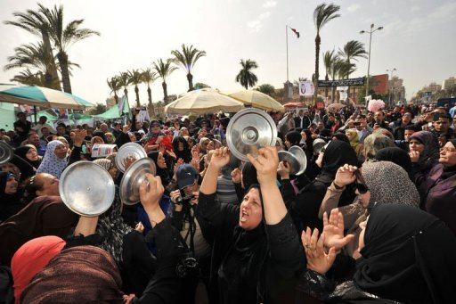 Egyptian protesters bang pot covers while shouting slogans during an anti-government demonstration in the canal city of Port Said on February 22, 2013. On almost every Friday (AFP\Photo)