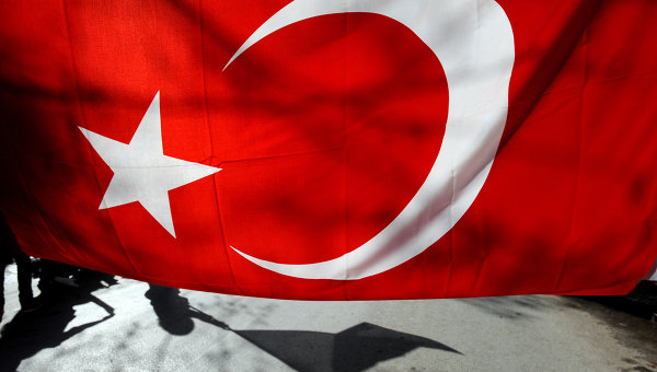 Turkey will invest $1bn in Egypt through Turkish companies in 2013, mainly targeting the steel, energy, cement, chemicals, tourism and infrastructure industries (AFP Photo)
