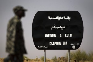 Fighting continues on Sunday morning some 60 kilometres north of Gao between Islamists and Malian troops supported by the French army. We have the situation under control (AFP Photo)