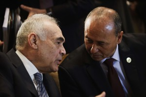 Egyptian Foreign Affairs Minister Kamel Amr and his Libyan counterpart Mohamed Abdulaziz talk during the opening session of the Arab foreign minister meeting in Cairo (AFP Photo)