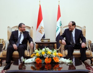 Iraqi Prime Minister Nuri al-Maliki talks with his Egyptian counterpart Hisham Qandil during a meeting in the Iraqi capital Baghdad. (AFP Photo)