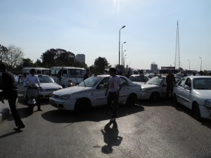 White taxi drivers were unable to renew their car licenses as traffic departments were requiring bank statements showing regular payment of instalments, ECESR says DNE file photo/ Menna Mourad