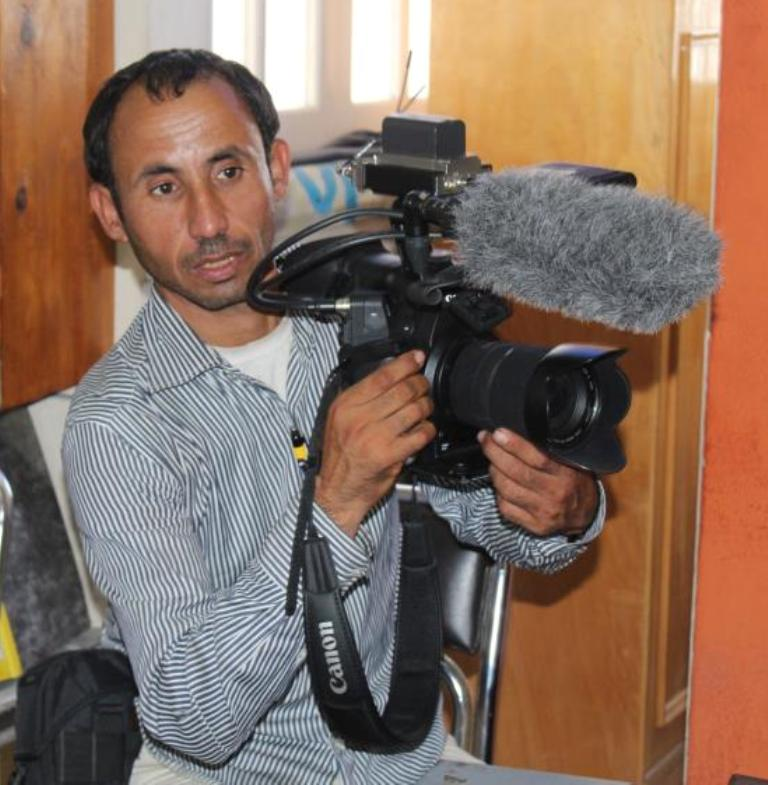 Journalist Ahmed Abu Deraa (Photo By Nasser Al- Azzazi)