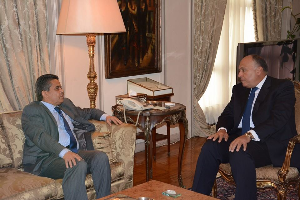Libyan Foreign Minister Mohamed Al-Dairi met with Egyptian Foreign Minister Sameh Shoukry in Cairo on Sunday. (Photo from Foreign Affairs Ministry)