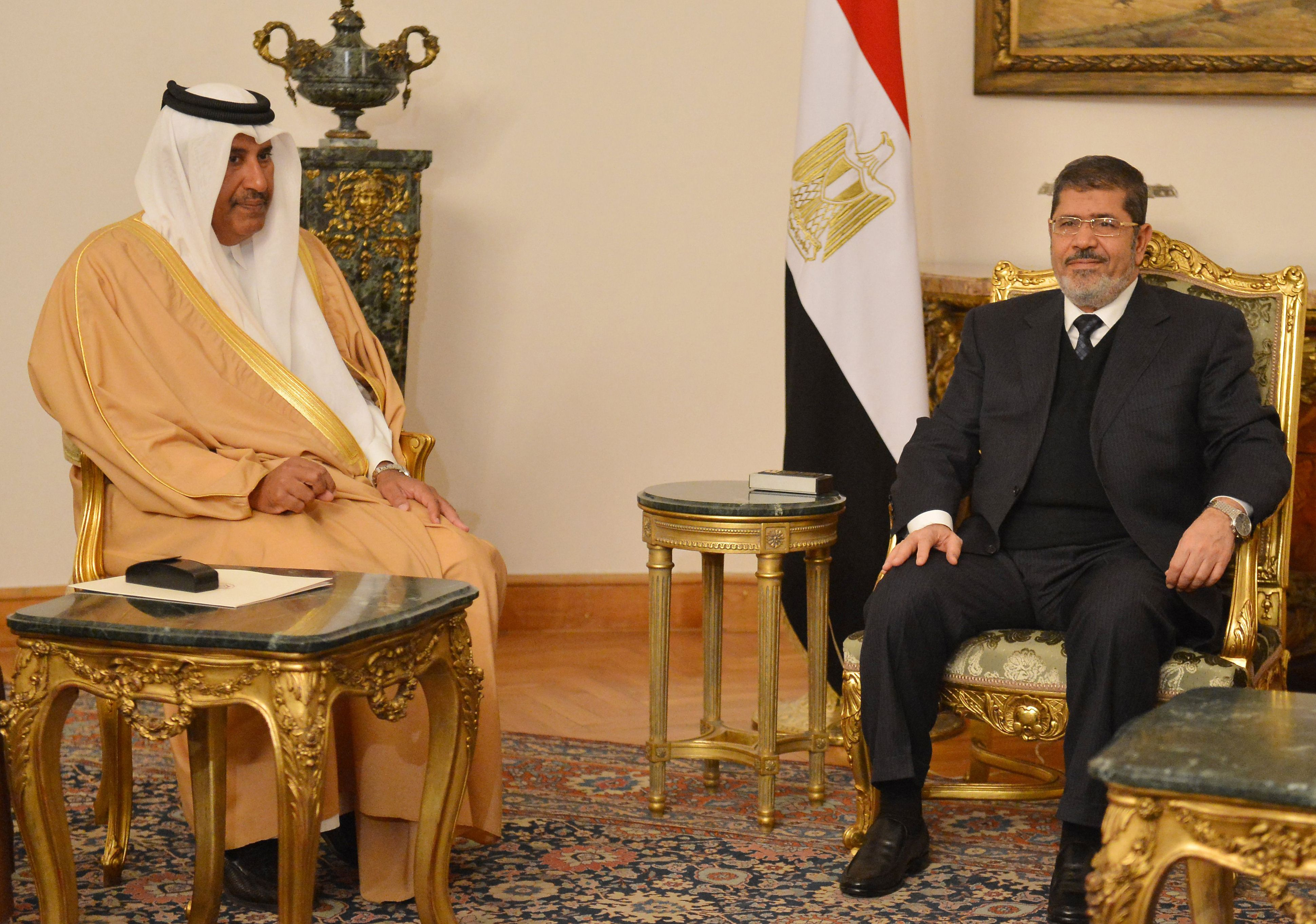 Egyptian President Mohamed Morsi (R) meets with Qatari Prime Minister and Foreign Minister Hamad bin Jassim Al-Thani in Cairo on January 8, 2013.    (AFP FILE PHOTO / KHALED DESOUKI)