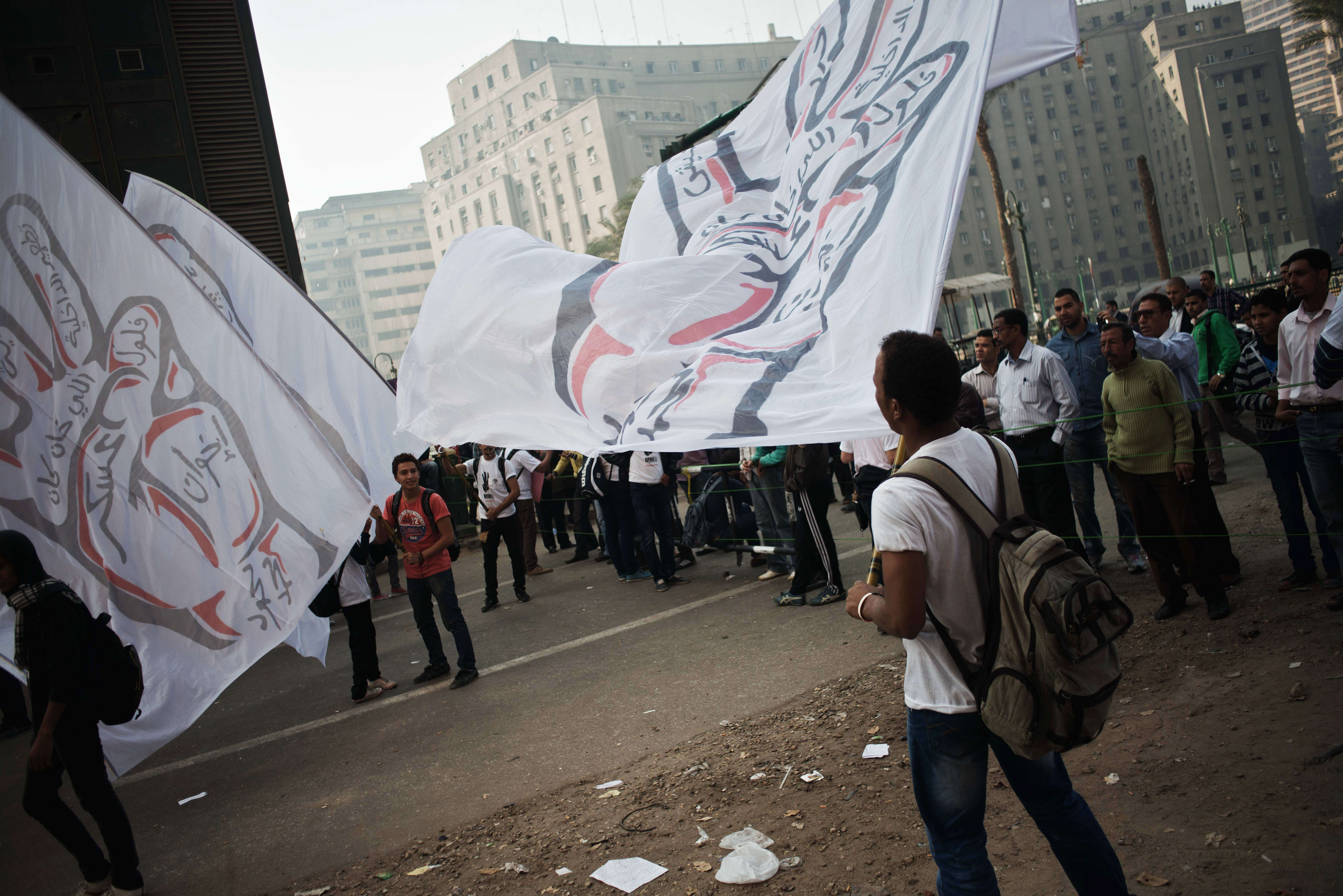 Egyptian protesters gather in Mohammed Mahmud street in central Cairo on November 19, 2013 to mark the anniversary of protests against the military in 2011 that ignited deadly clashes with security forces.  (AFP PHOTO/GIANLUIGI GUERCIA)