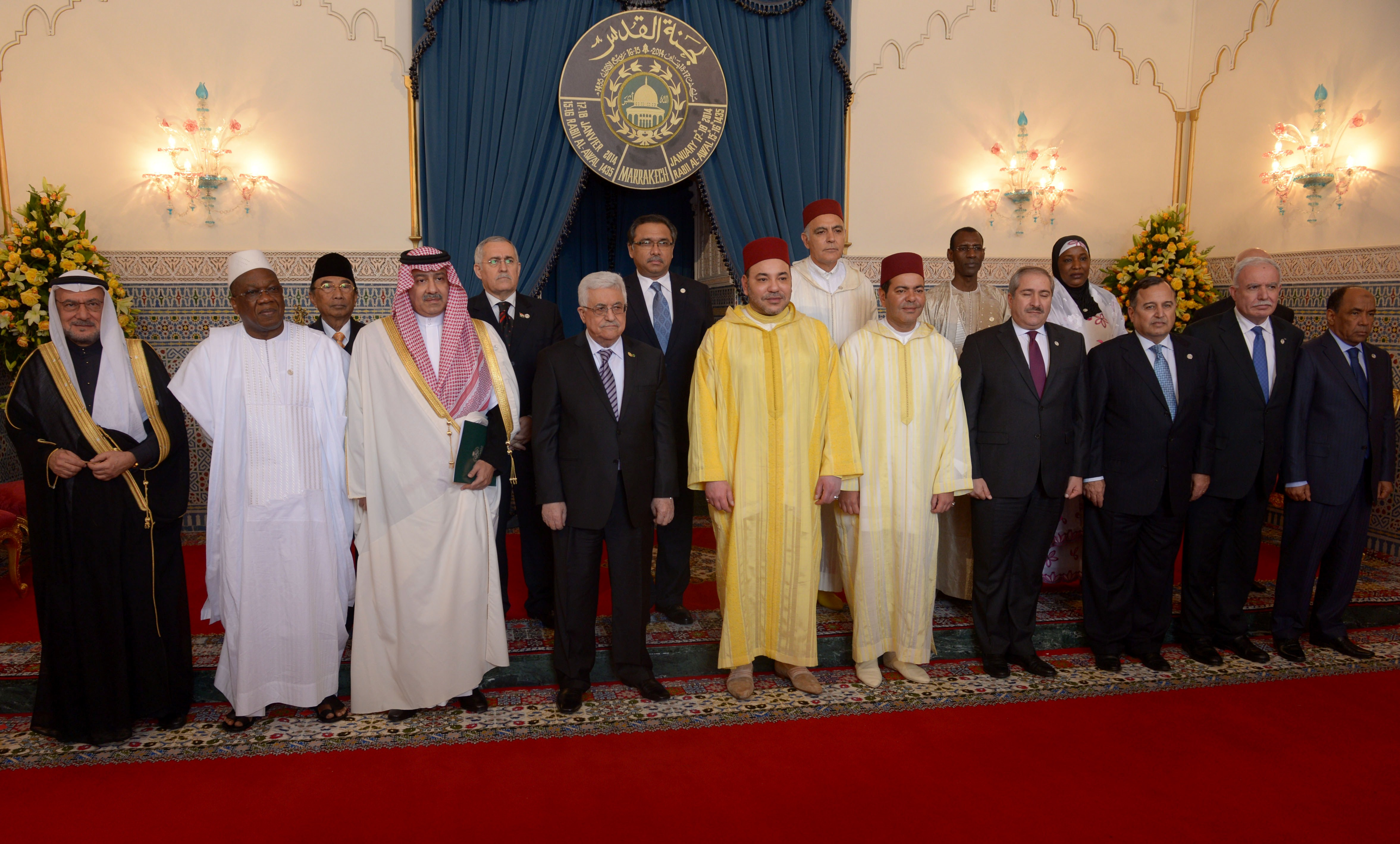 The Moroccan King Mohammed VI (5th from L) poses for a family picture next to Palestinian Authority president Mahmud Abbas (4th from L) at the royal palace during the al-Quds (meaning Jerusalem) Committee Meeting in Support of Middle East Peace Process on January 17, 2014 in Marrakesh. At least 15 representatives from islamic countries are expected to atten this 20th edition that was set up in 1975 to preserve Jerusalem heritage sites.    (AFP PHOTO / FADEL SENNA)