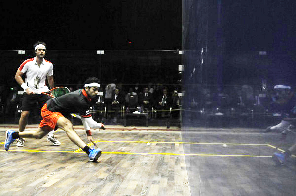 Mohamed Elshorbagy (right) beat  his fellow countryman Karim Darwish in the PSA International 50 Banque Misr Sky Open in Egypt (Image courtesy of the Professional Squash Association)