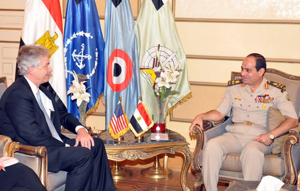 General commander of the armed forces Abdel Fatah Al-Sisi (right) meeting deputy secretary of state William Burns to discuss the Egyptian political scene (Photo from The armed forces' spokesman's Facebook page)
