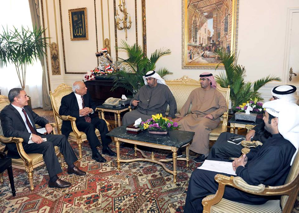 Interim Prime Minister Hazem El-Beblawi meets with UAE Minister of State Sultan bin Ahmed AL-Jaber on Monday to follow up on Emirati development projects in the country. (Photo handout from the spokesman of the cabinet)