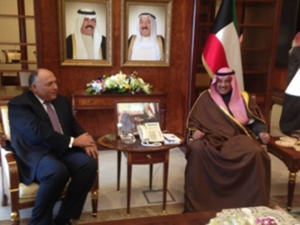 Foreign Minister Sameh Shoukry and his Kuwaiti counterpart Sheikh Sabah Al-Khalid Al-Hamad Al-Sabah discussed Tuesday Arab harmony and Kuwaiti efforts to achieve it during Shoukry's trip to the Gulf country.   (Photo from Ministry of Foreign Affairs)