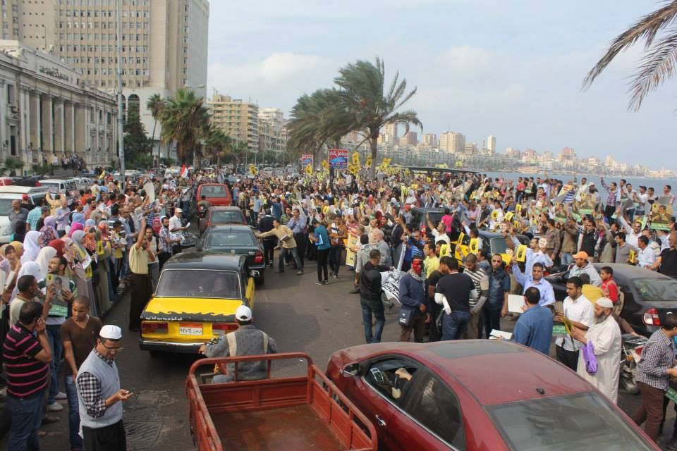 A protest against the trial of ousted President Mohamed Morsi turned violent in Alexandria after protesters were attacked by army supporters. (Photo from FJP)