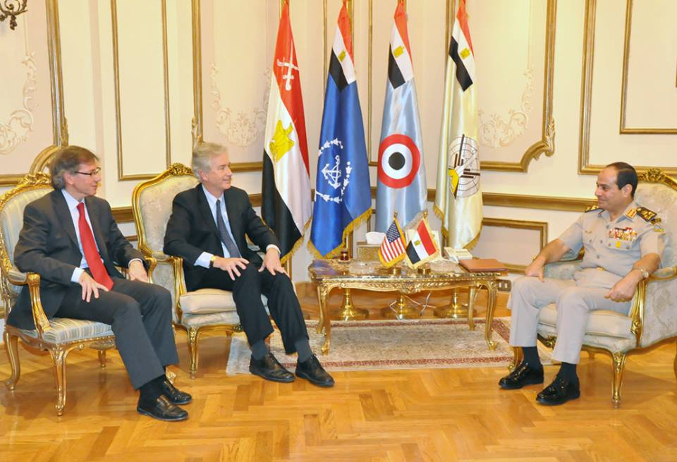 US Deputy Secretary of State William Burns extended his visit for one day to meet Prime Minister Hazem El-Beblawi and Defence Minister General Abdel Fatah Al-Sisi, in his continued talks to end violence and to start a peaceful and inclusive political process (Photo from Military Spokesman Facebook Page)