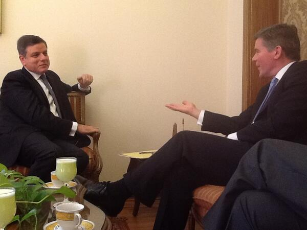 Senior diplomatic official Hugh Robertson (right) met with Egyptian assistant foreign minister Hatem Seif Al-Nasr (left) on Monday. (Photo handout from the UK Foreign Office )