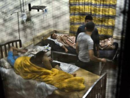 Many Al-Azhar University students had to be hospitalized after meals from the university dorms left them suffering from food poisoning (AFP file photo )