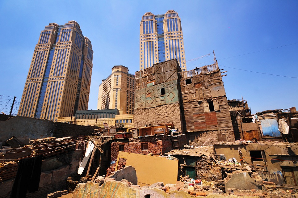 The extravagant Nile Towers lie in the backdrop of the poor district of Ramlet Boulak  (DNE/ File Photo)