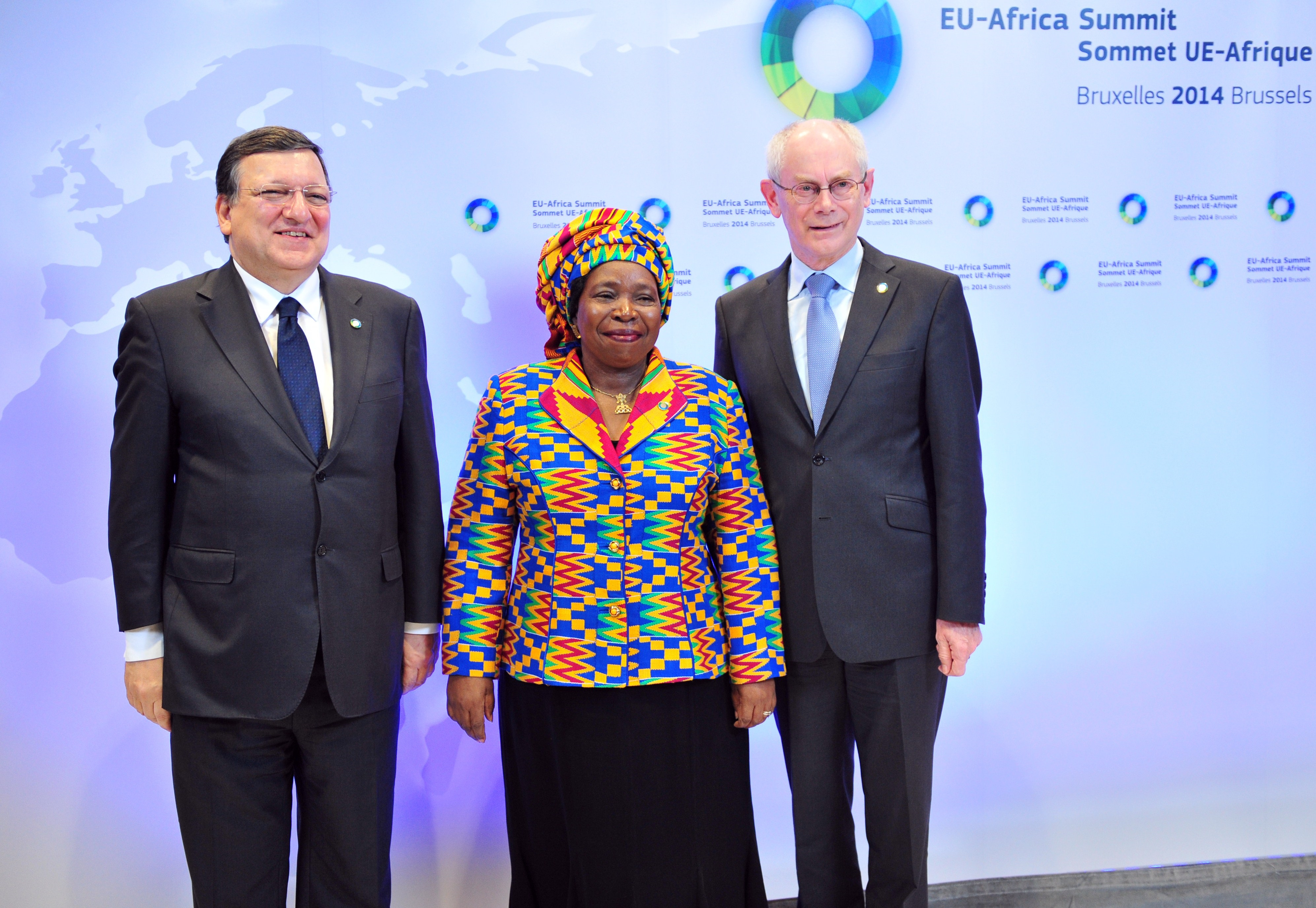 European Commission President Jose Manuel Barroso (L) and EU Council president Herman Van Rompuy (R) welcome African Union Commission Chairperson Nkosazana Clarice Dlamini Zuma before the fourth EU-Africa summit held on 2 April 2014 at the EU Headquarters in Brussels. (AFP Photo)
