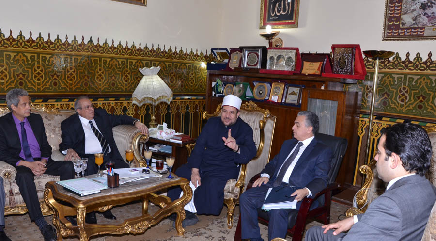 "Representatives from the Ministries of Culture and Endowments meet to discuss their joint campaign against ""religious extremism"" (Photo Handout from the Ministry of Endowments)"