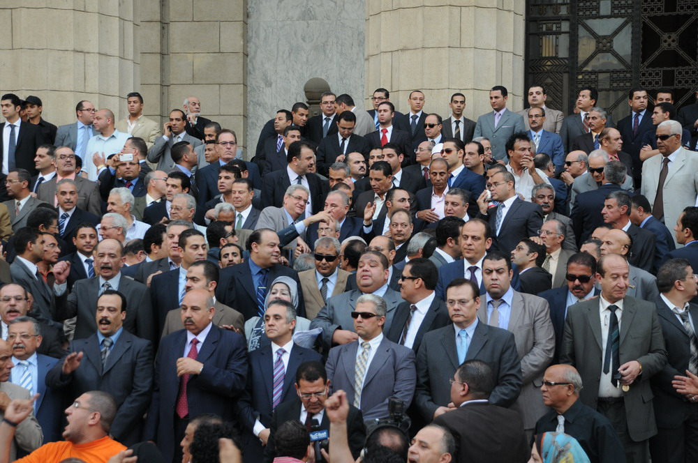 Judges protesting at the High Court on Monday evening (Photo by Ahmed Al-Malky)