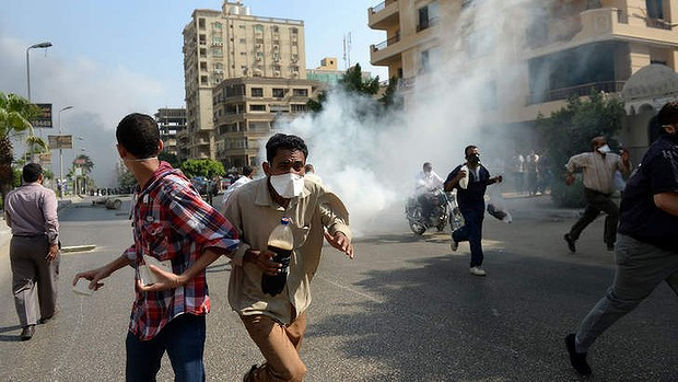 Egyptian Muslim Brotherhood supporters run from tear gas fired by Egyptian police.  (AFP Photo)