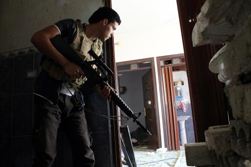 A Syrian rebel fighter holds his position in a building on September 26, 2013 in Deir Ezzor (AFP/File, Ahmad Aboud)