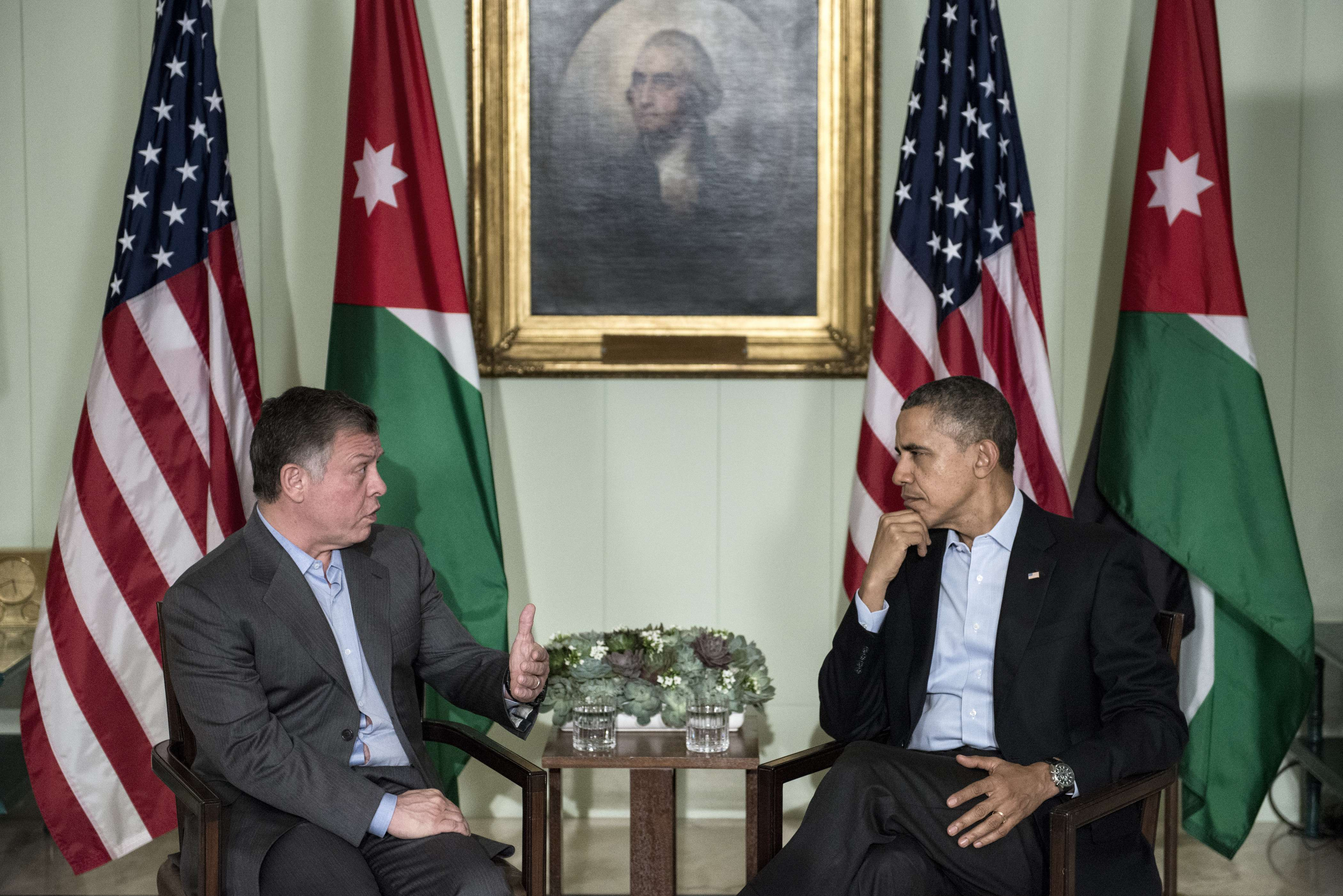 US President Barack Obama (R) listens while King Abdullah II of Jordan makes a statement for the press before a meeting at The Annenberg Retreat at Sunnylands February 14, 2014 in Rancho Mirage, California. Obama will meet with King Abdullah II of Jordan while visiting California for the weekend.  (AFP PHOTO/Brendan SMIALOWSKI)