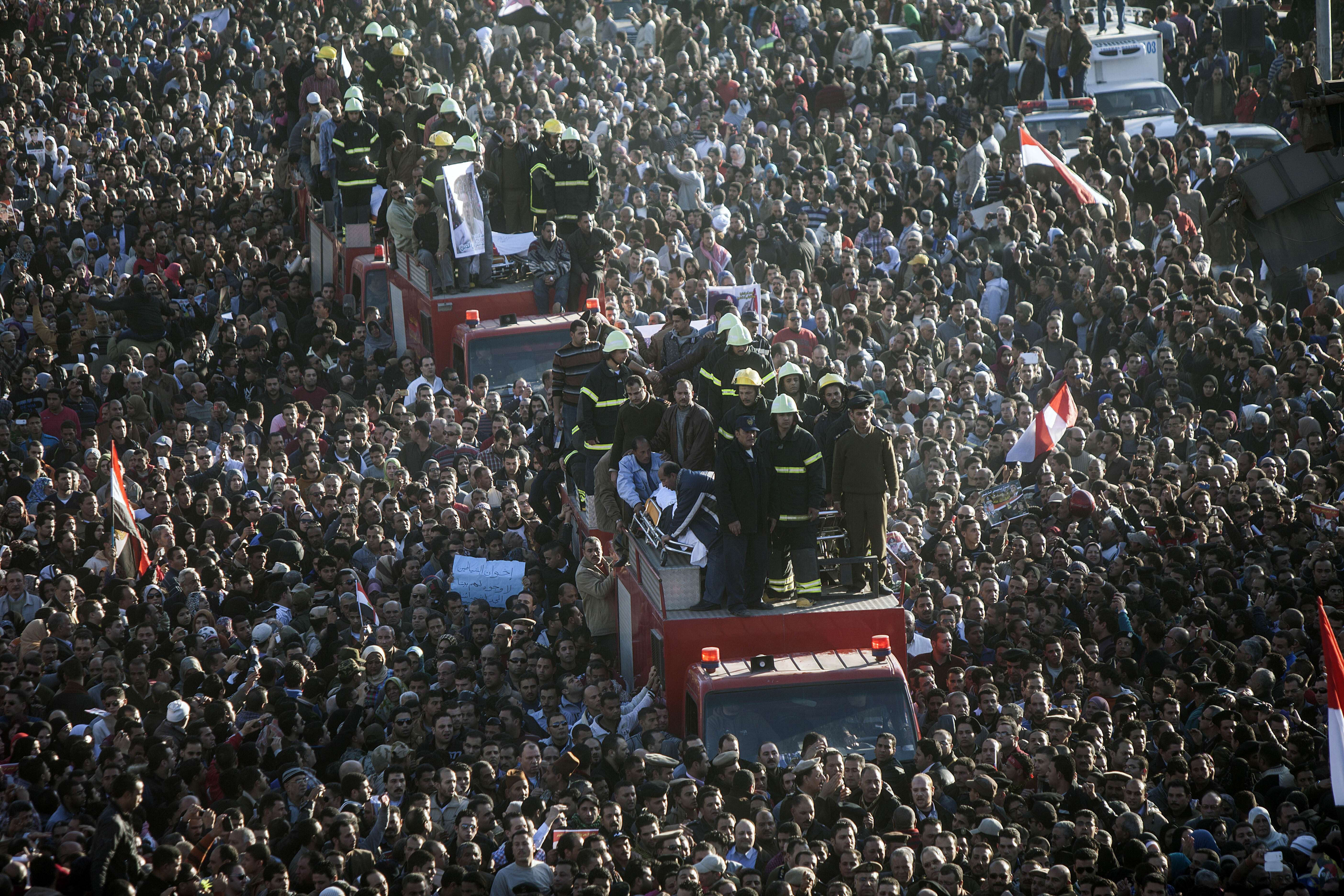 Egyptians carry the body of one of the thirteen people killed in a car bomb attack earlier in the day, during his funeral in the Egyptian city of Mansura, North of Cairo, on December 24, 2013. The car bomb tore through a police building in Mansura, killing at least 13 people, in an attack the authorities said was aimed at derailing the country's transition to democracy. (AFP PHOTO/MAHMOUD KHALED)