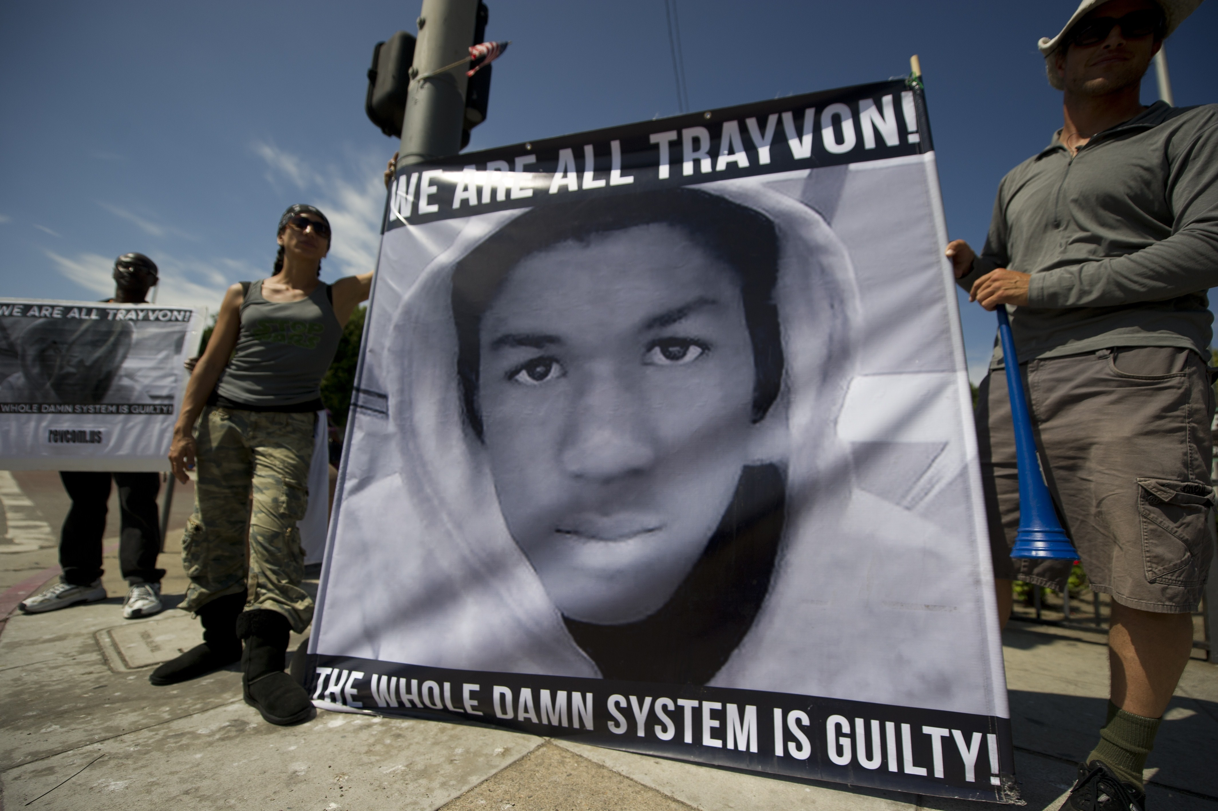 Americans angry at the acquittal of George Zimmerman in the death of black teen Trayvon Martin protest in Los Angeles, California July 14, 2013.  (AFP Photo)