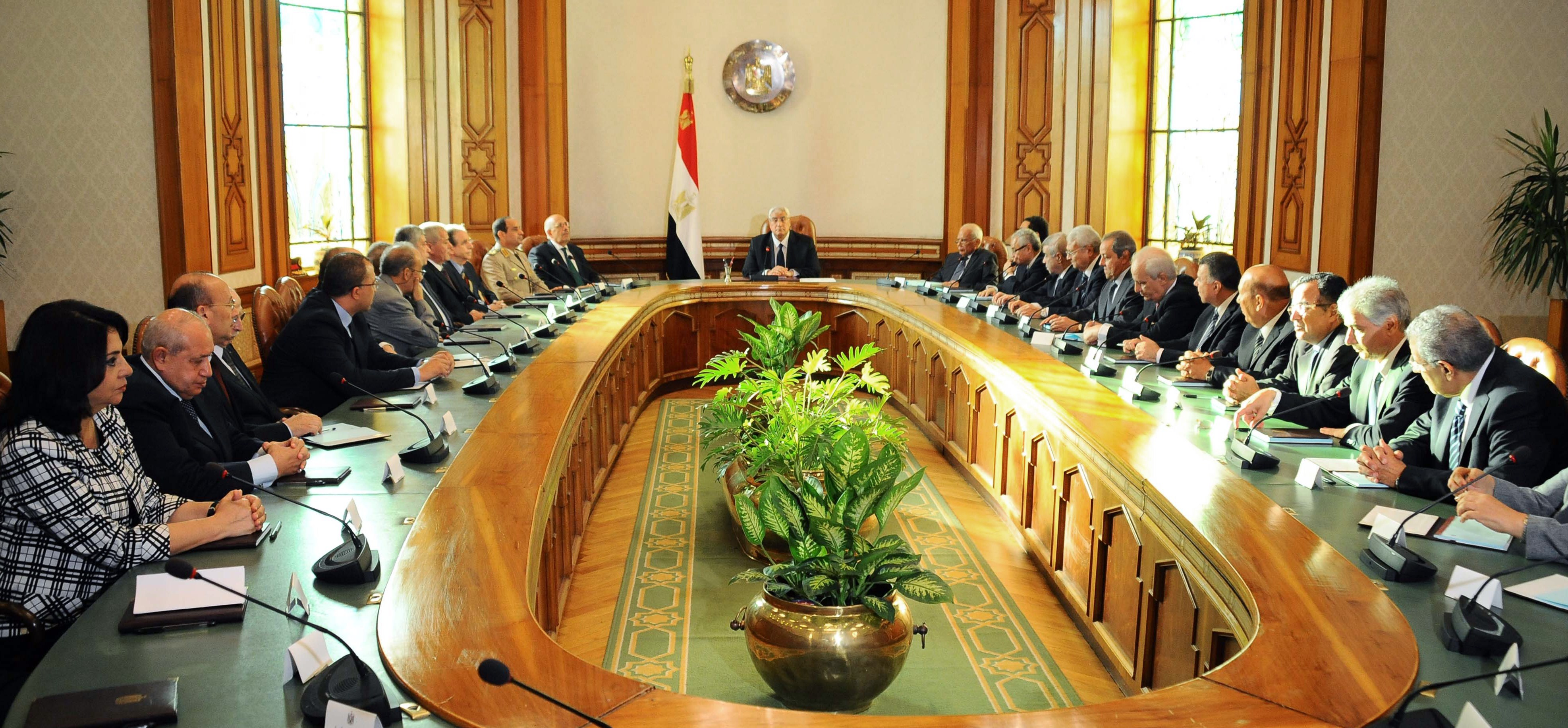 A handout picture released by the Egyptian Presidency shows Egypt's interim president Adly Mansour (C) heading a meeting with Egypt's newly sworn in interim cabinet on July 16, 2013 in Cairo.  (AFP PHOTO/HO/EGYPTIAN PRESIDENCY)