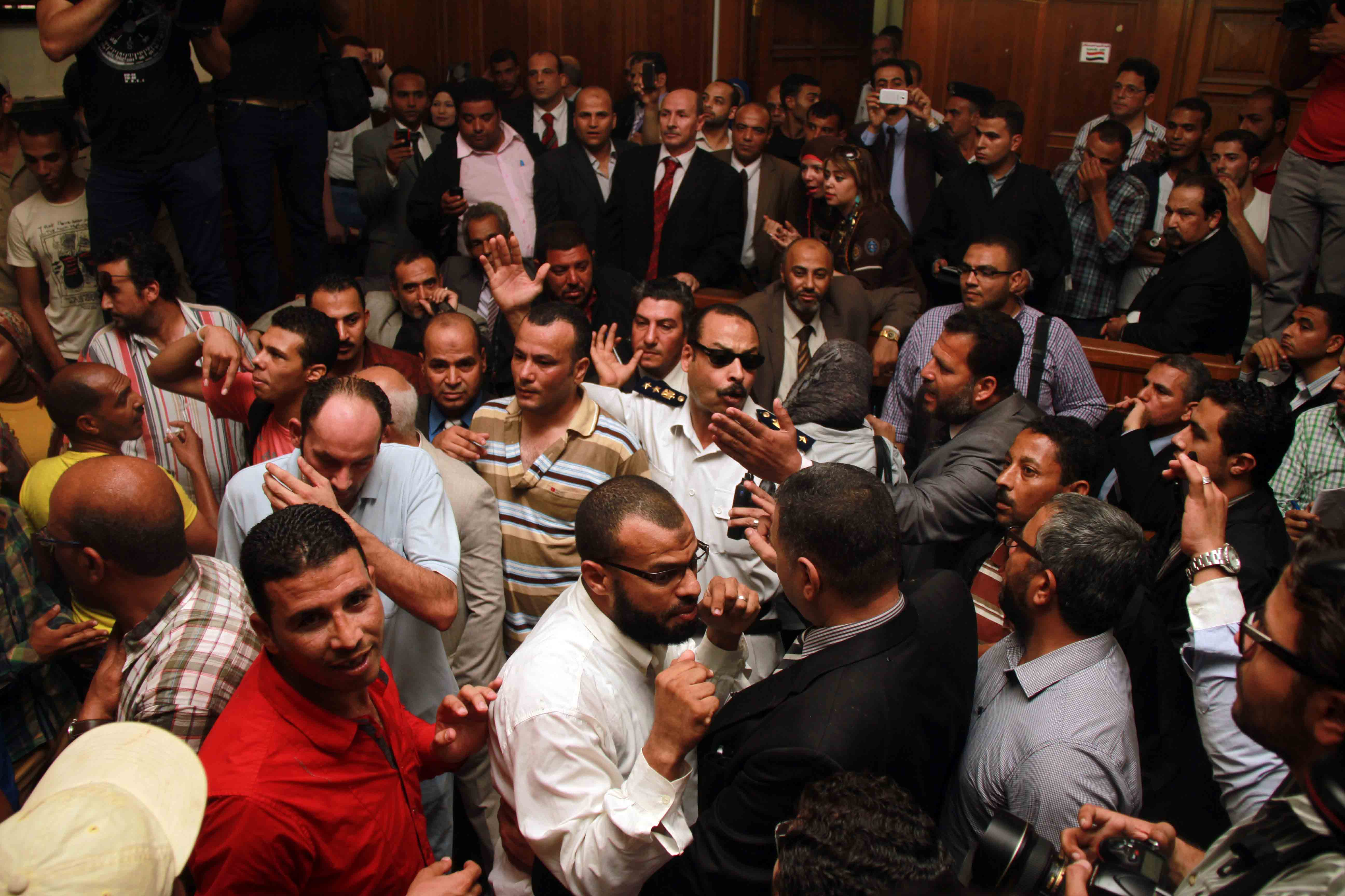 Attendants of the trial held over the escape of several Muslim Brotherhood leaders from Wadi El Natrun prison in 2011 gather in court (Photo by Mohamed Omar)