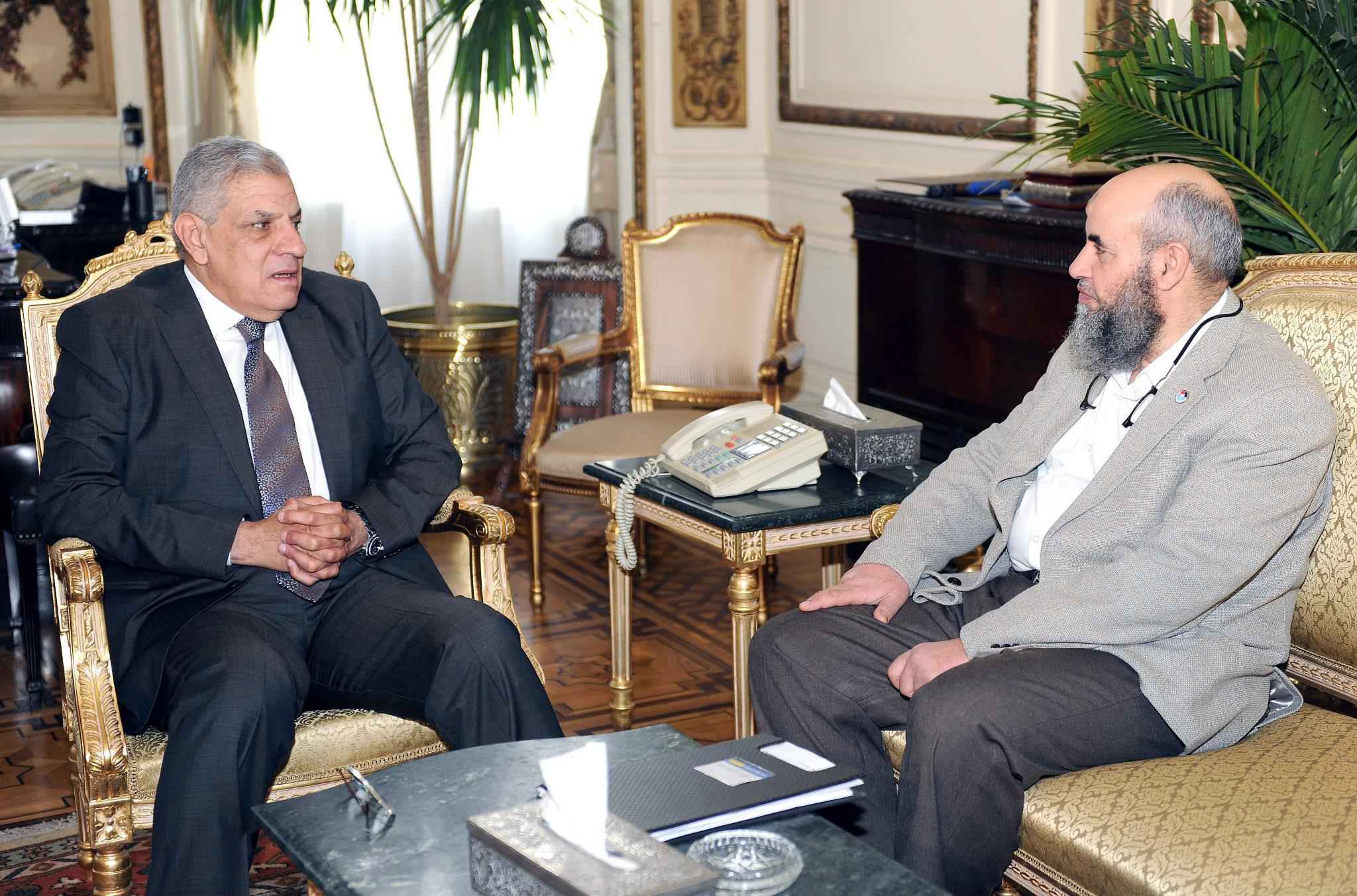 Prime Minister Ibrahim Mehleb (left) meets with Al-Nour Party Chairman Younis Makhyoun (right) on Wednesday. (Photo Handout from the Cabinet spokesperson)