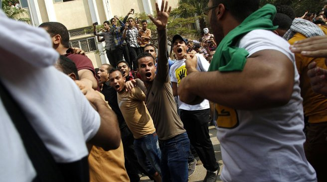 Student supporters of ousted President Mohamed Morsi and the Muslim Brotherhood demonstrate outside Al-Azhar university in Cairo on 28 October  (AFP/ File Photo)