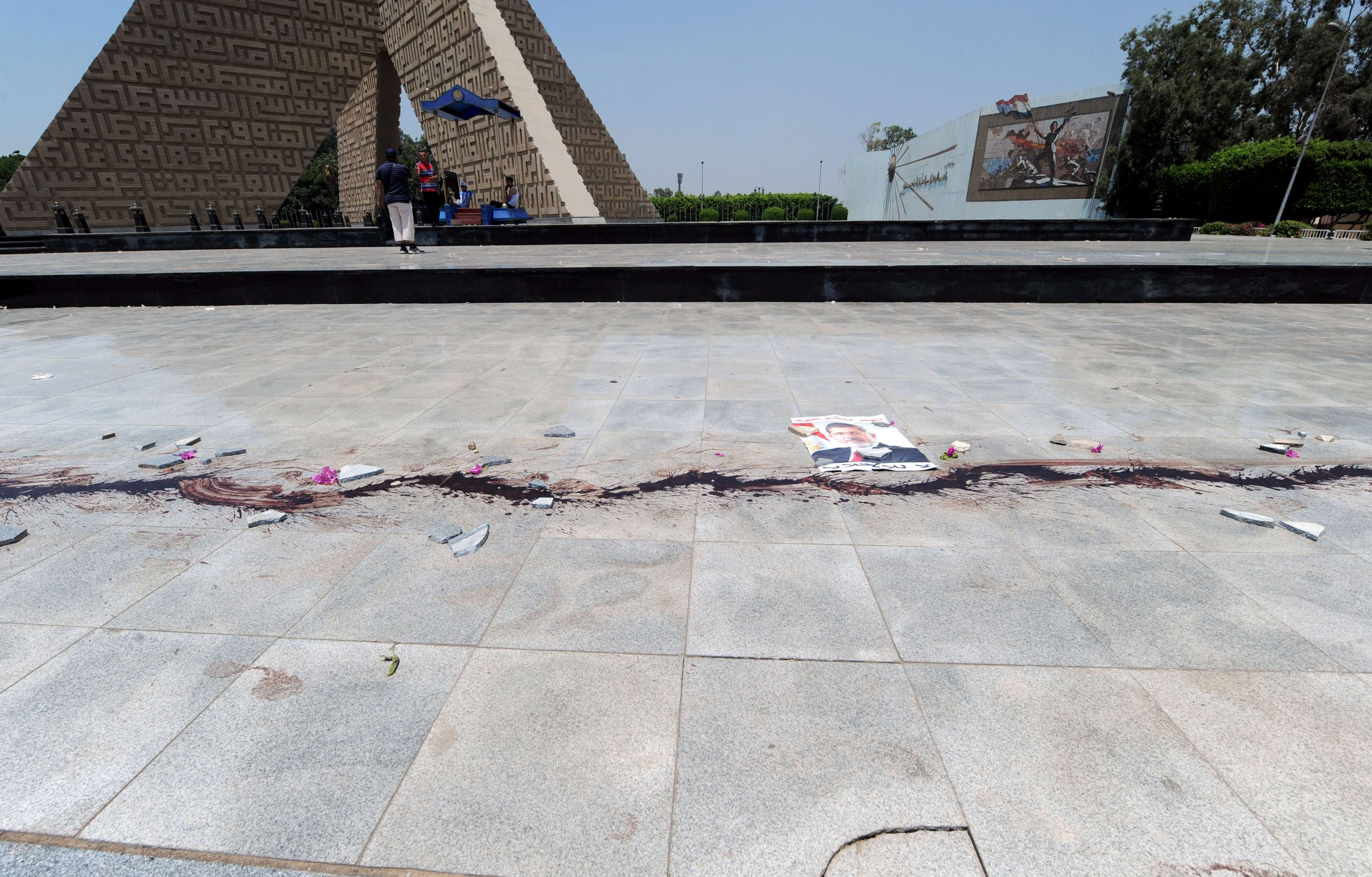 A poster of ousted Egyptian president Mohamed Morsi is placed on the ground next to a trail of blood near the tomb of former President Anwar al-Sadat in Cairo on July 27, 2013. (AFP Photo)