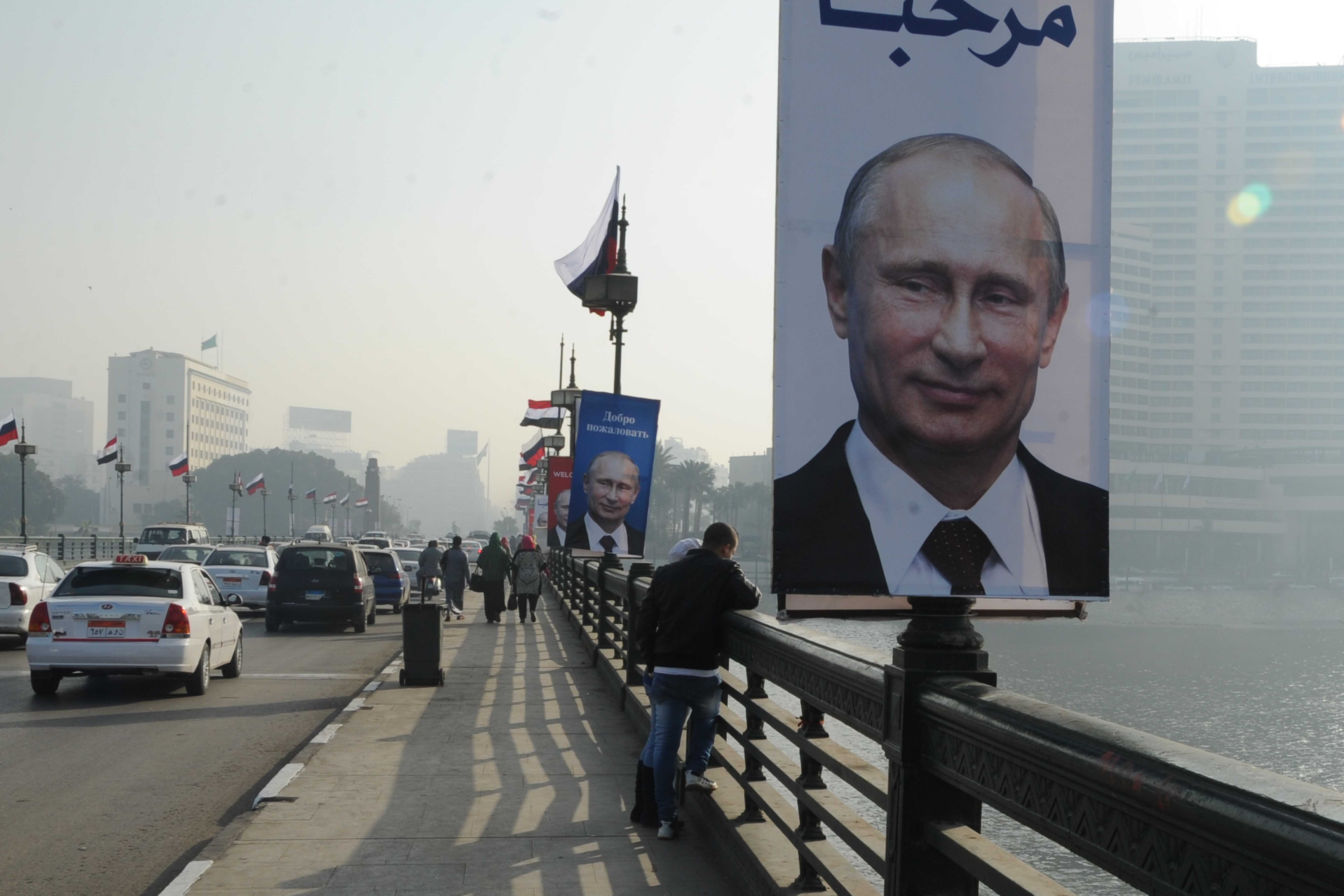 Cairo streets have been decorated with Vladimir Putin portraits and Russian flags to mark the Russian president's visit to Egypt on 9 and 10 February (DNE Photo)