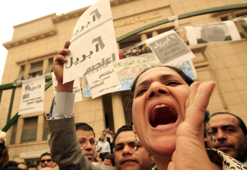 Egyptian activists shout slogans during a protest outside the lawyers' syndicate in downtown Cairo, after it was hit by a strong sandstorm, on April 6, 2008.  (AFP PHOTO/KHALED DESOUKI)