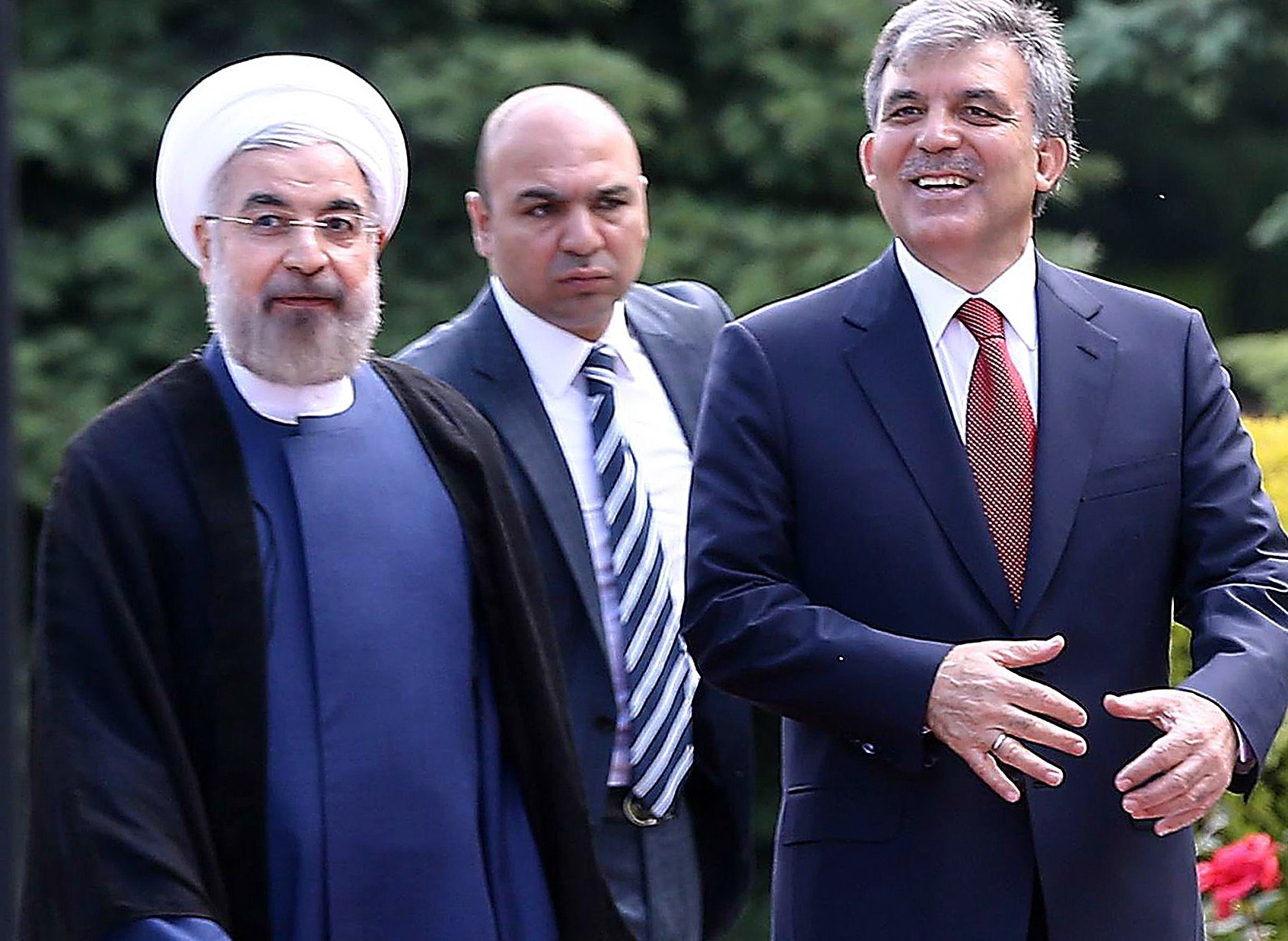 Turkish President Abdullah Gul (R) speaks with Iranian President Hassan Rouhani (L) at presidential palace in Ankara, on June 9, 2014.  (AFP PHOTO/ADEM)