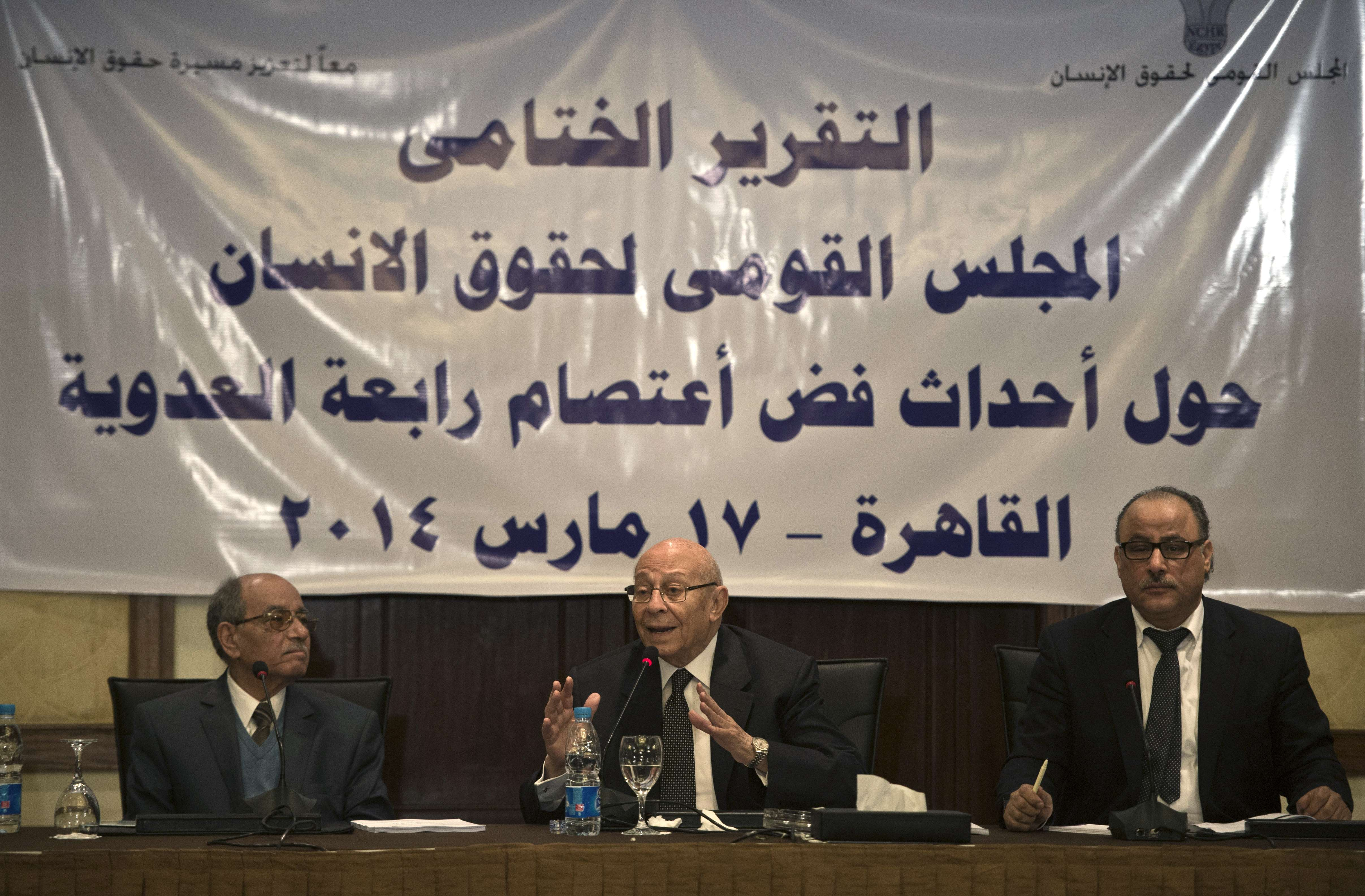 Egyptian Mohamed Fayek (C), head of the National council for human rights, his deputy Abdelghafar Shokr (L) and Nasser Amin, member of the council, attend a press conference in Cairo on March 17, 2014, to announce the fact-finding report in relation to the elimination of the Rabaa al-Adawiya square sit-in, which grew in support of Egypt's ousted Islamist leader Mohamed Morsi.  (AFP PHOTO / KHALED DESOUKI)