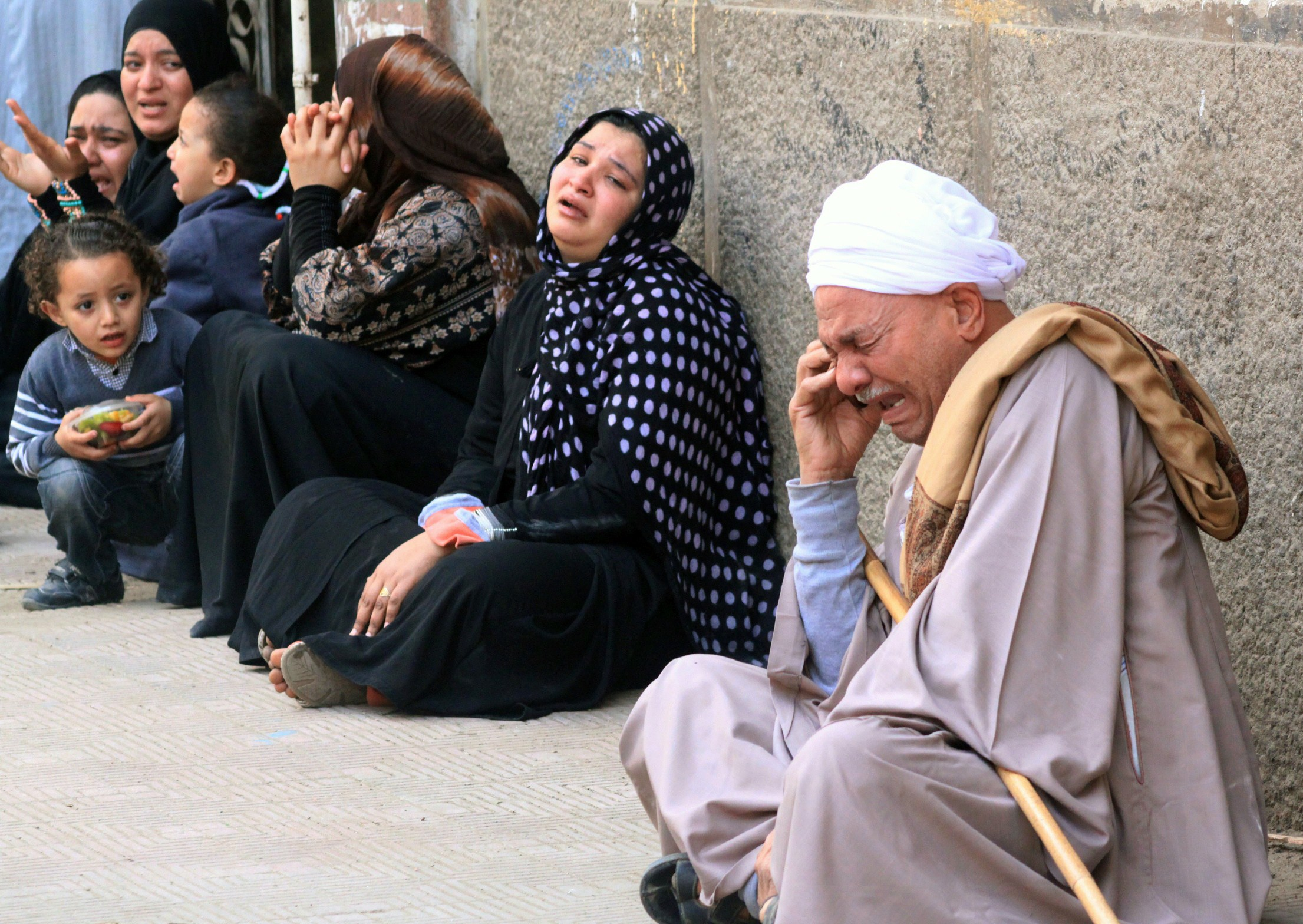 Egyptian relatives of supporters of ousted Islamist president Mohamed Morsi cry sitting outside the courthouse on March 24, 2014 in the southern province of Minya, after the court ordered the execution of 529 Morsi supporters after only two hearings. The unprecedented verdict, amid an extensive crackdown on Morsi supporters, is likely to be overturned on appeal, legal experts said.    (AFP PHOTO / STR)