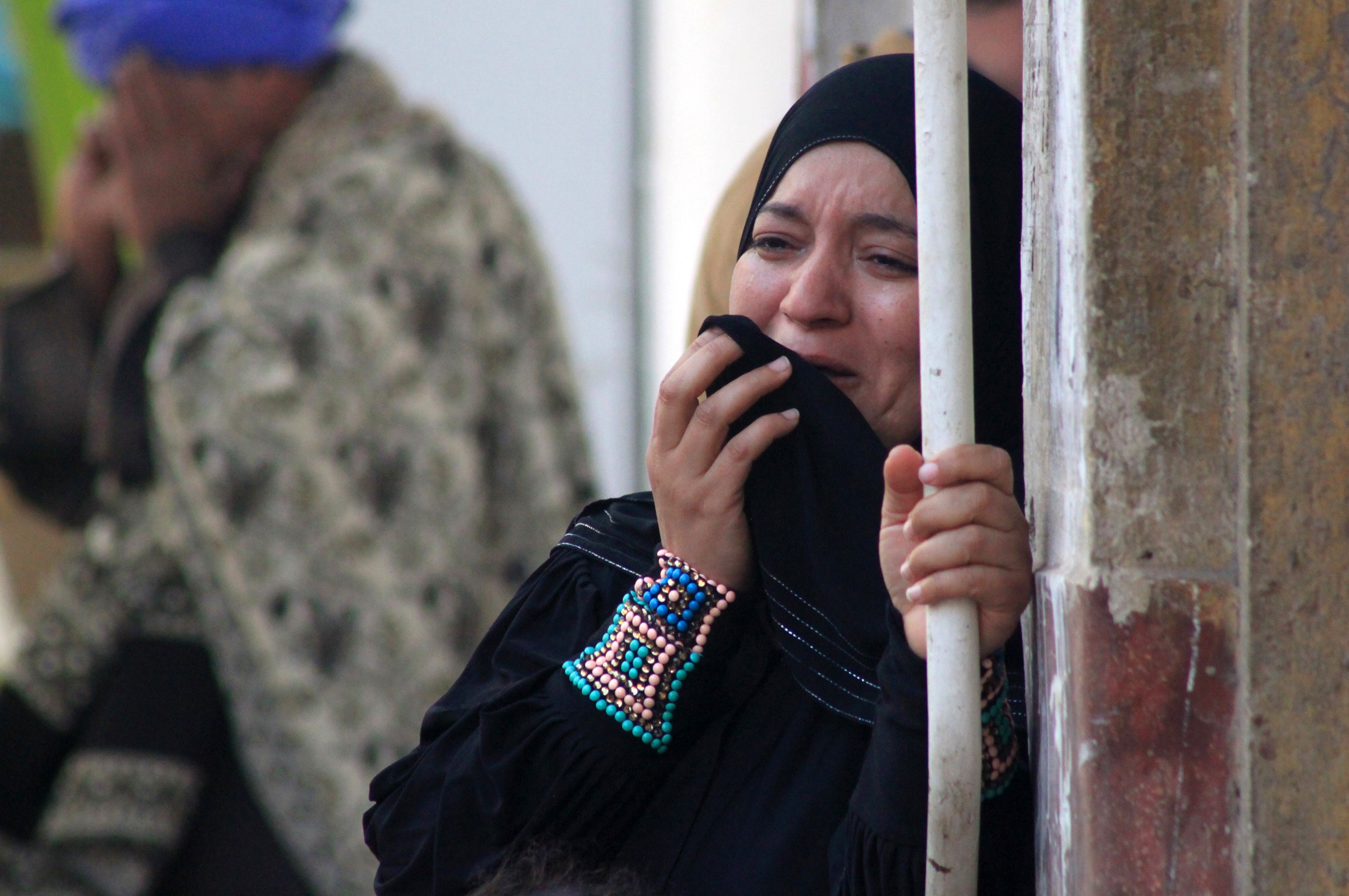 A relative of a supporter of Egyptian ousted Islamist president Mohamed Morsi cries outside the courthouse on March 24, 2014 in the central Egyptian city of Minya, after the court ordered the execution of 529 Morsi supporters after only two hearings. The unprecedented verdict, amid an extensive crackdown on Morsi supporters, is likely to be overturned on appeal, legal experts said.    (AFP PHOTO / STR)