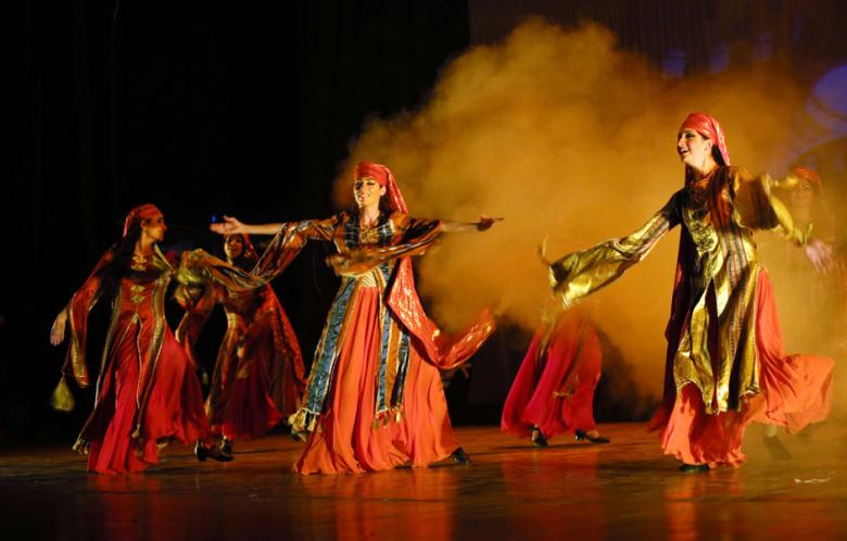 "Members of the Syrian dancing group ""Gulanar"" perform ""The Syrian Stone"" during the The Arab Syrian Culture festival in Baghdad on 24 June 2013. (AFP Photo)"