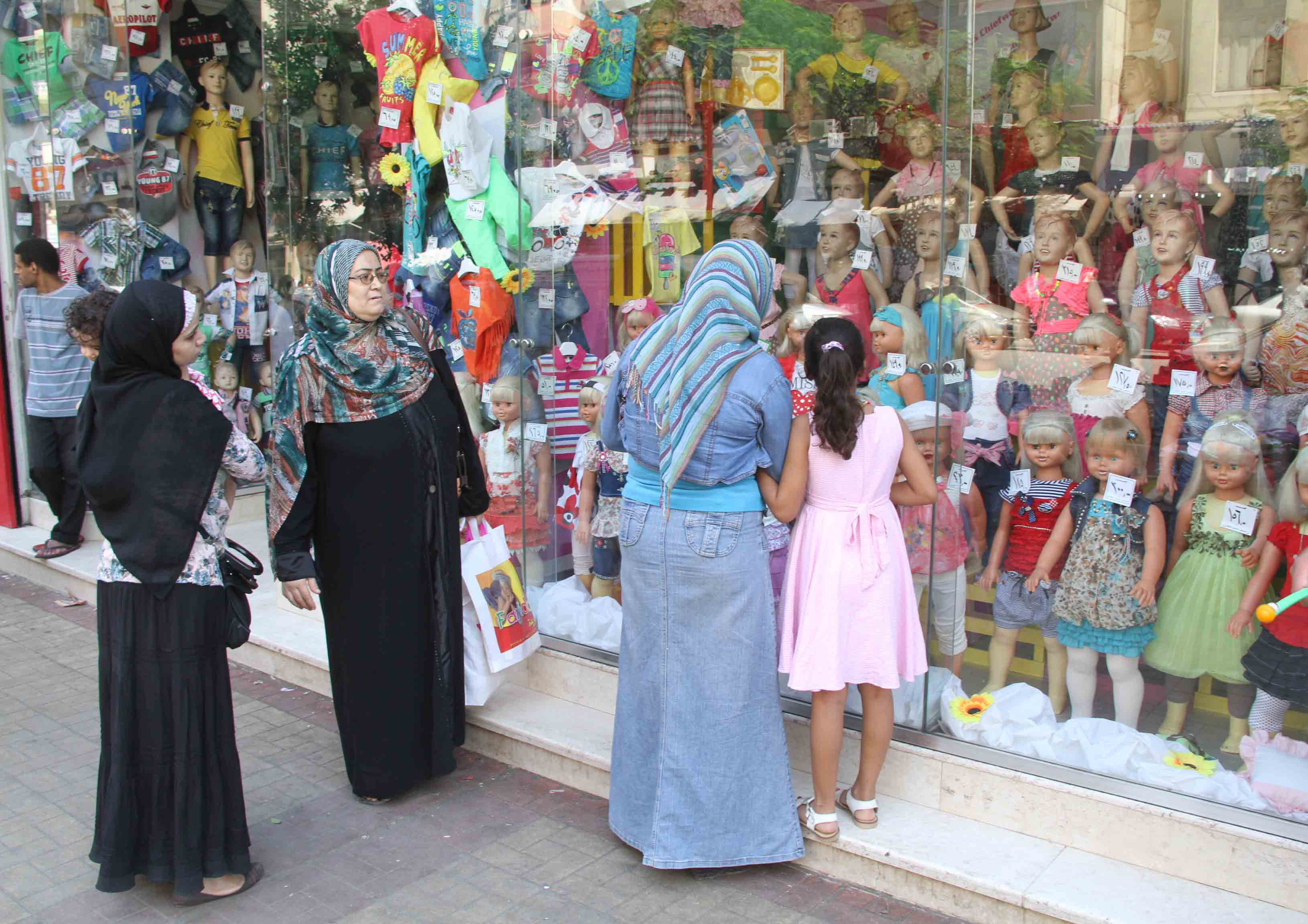 Products sold included ready-made clothes, carpets, textiles, furniture, electrical equipments, silverware, and household utensils (Photo by Ahmed Al-Malky)