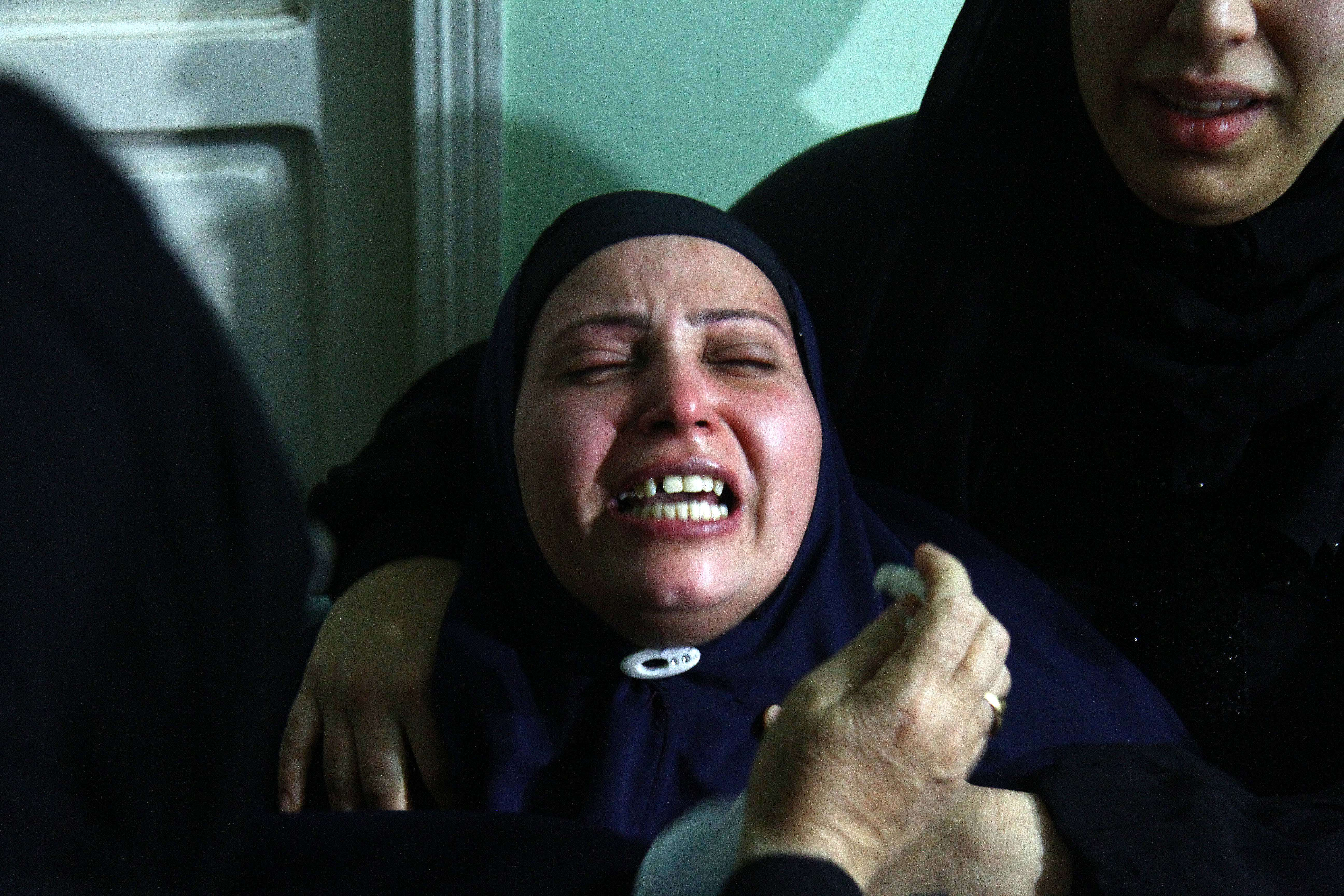 Mother of Egyptian journalist Mayada Ashraf weeps during her daughters' funeral in Estanhaa village at El-Monofia, 70 km north of Cairo, on March 29, 2014. Al-Dustour, a privately-owned newspaper, said on its website that its journalist Mayada was killed while covering clashes in the northern Cairo neighbourhood of Ein Shams.  (AFP PHOTO / AHMED MAHMOUD)