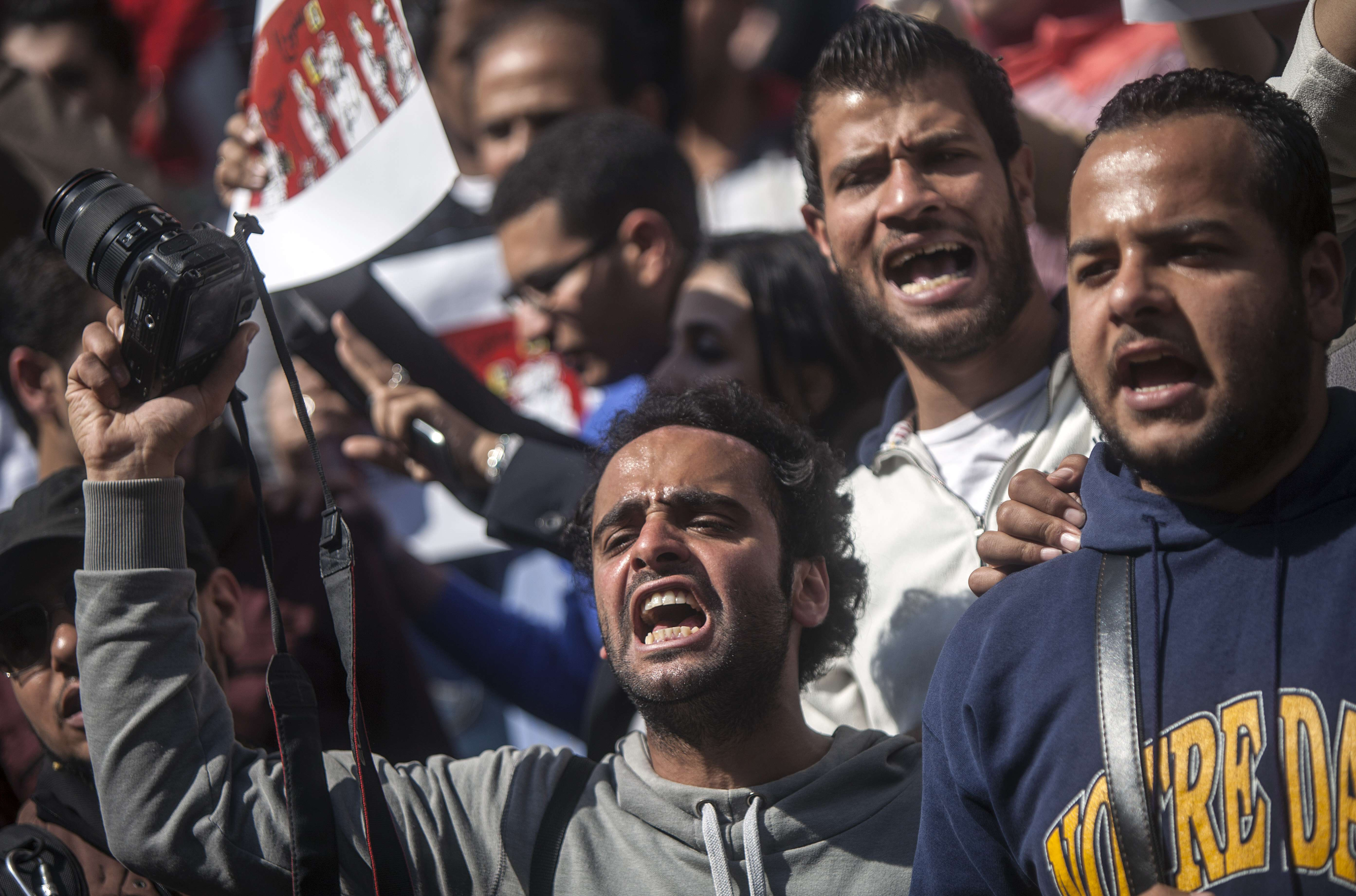 Journalists and photojournalists shout slogans as they demonstrate in front of the journalist's syndicate in Cairo against repeated attacks on members of the press in Egypt on April 4, 2014.  (AFP PHOTO / MAHMOUD KHALED)
