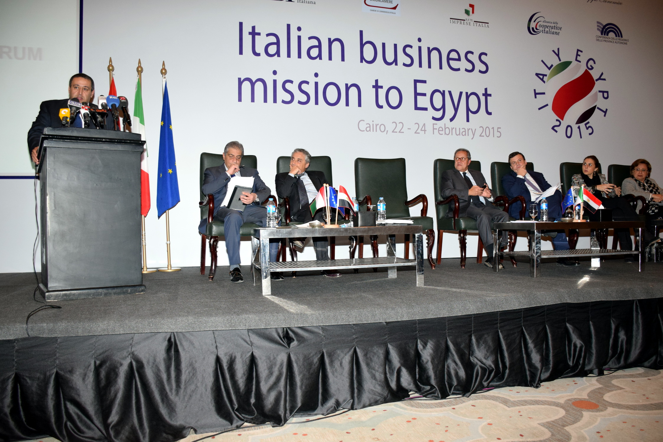 Memebers of he Italian-Egyptian Business Council in Cairo on Monday, which saw the participation of approximately 100 companies, that Italy is one of Egypt's biggest trade partners (DNE Photo)