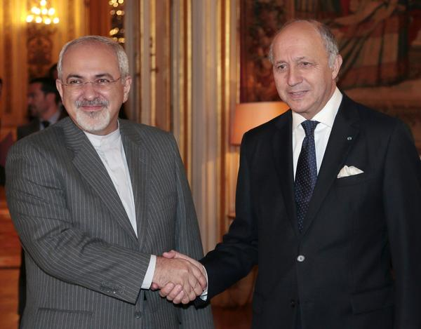 Iran French Foreign Minister Laurent Fabius (R) welcomes his Iranian counterpart Mohammad Javad Zarif on 5 November 2013 in Paris  (AFP File Photo)