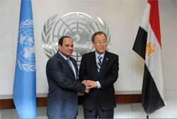 President Abdel Fattah Al-Sisi (R) met with United Nations Secretary General Ban Ki Moon in New York on Sunday (State Information Service)