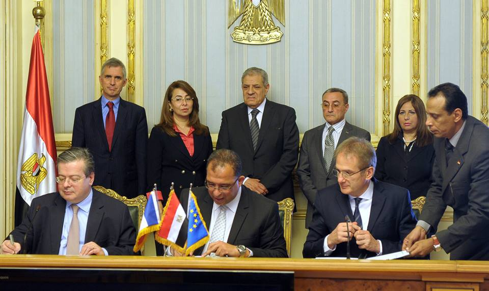 The Ministry of Planning and International Cooperation signed an agreement with the French Agency for Development to offer long-term credit to small and micro Egyptian businesses (Photo courtesy of  Egyptian Cabinet)