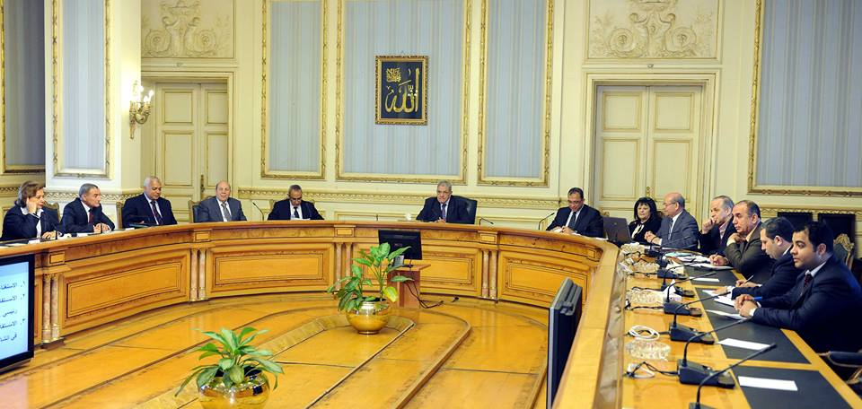 Prime Minister Mehleb met with the ministers of irrigation, agriculture, and environment to discuss the traffic route (Photo courtesy of the Egyptian Cabinet )